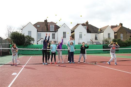 amateur-tennisliga-fkk-maedchen-chennai